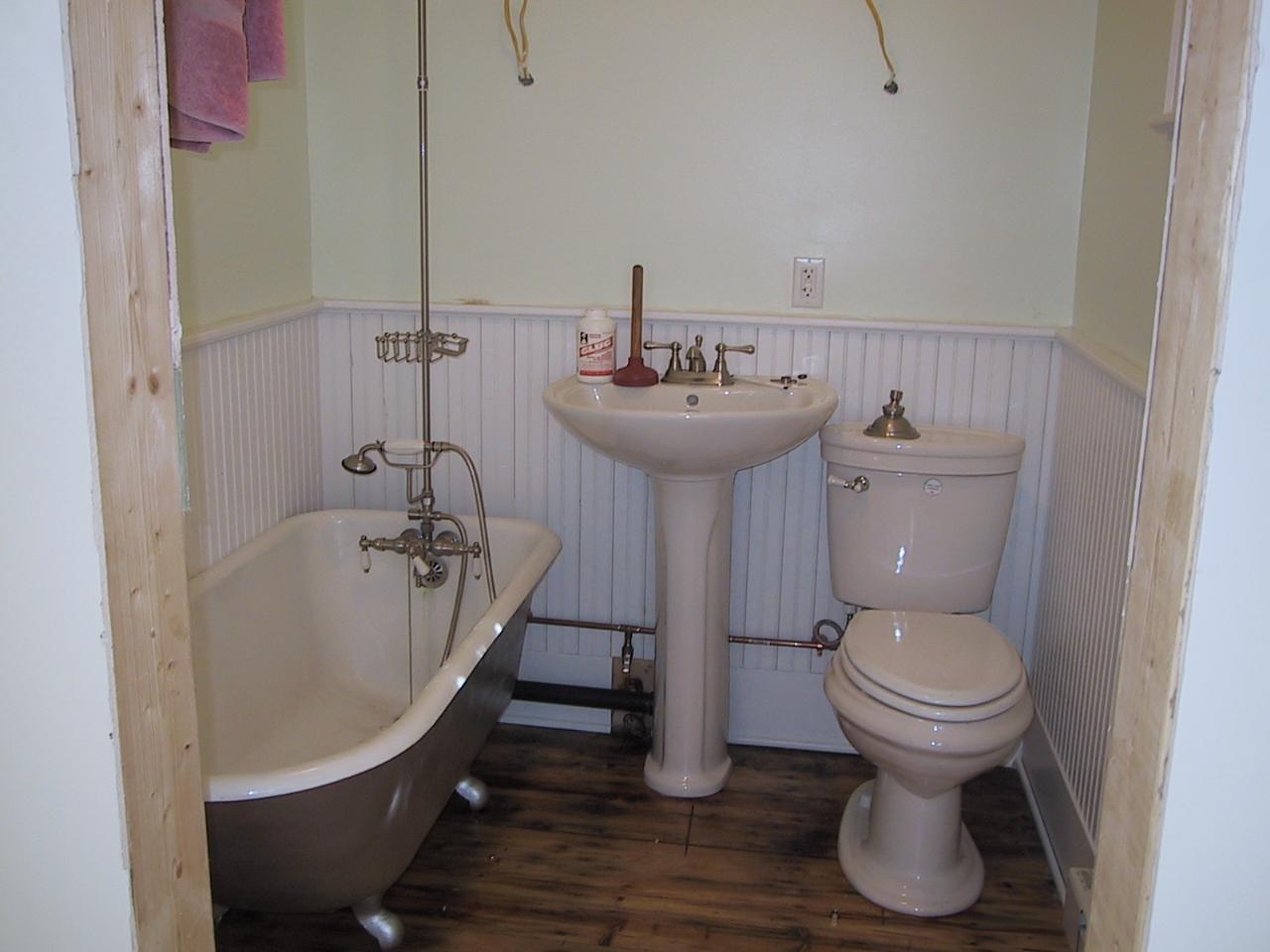 Pedestal Sink With Floor Plumbing | o2 Pilates